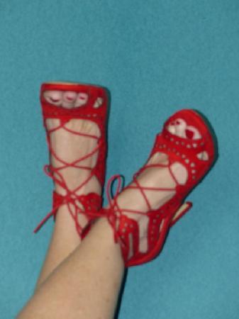 <H6><font color=white>Ma salope adorée  <i>Chaussures offertes</i></H6>