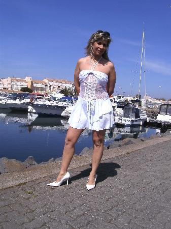 <H6><font color=white>lisasparrow35  <i>En tenue légère</i></H6>